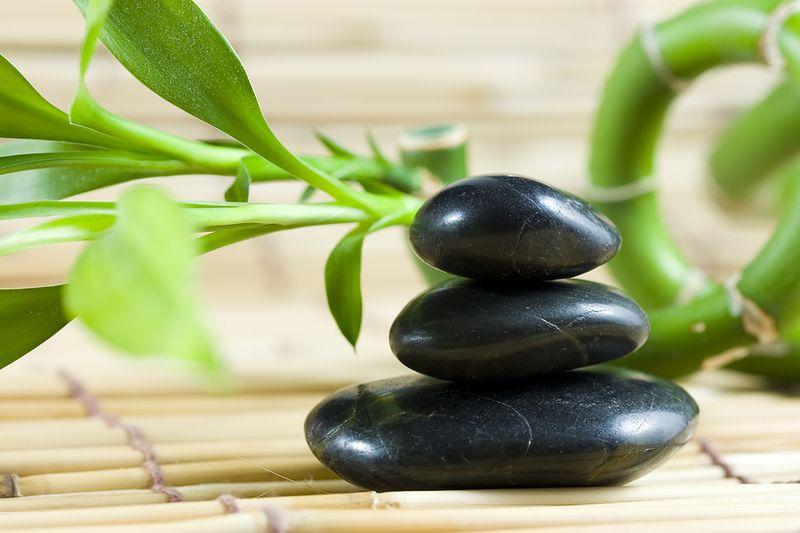 Balancing_pebbles_with_bamboo