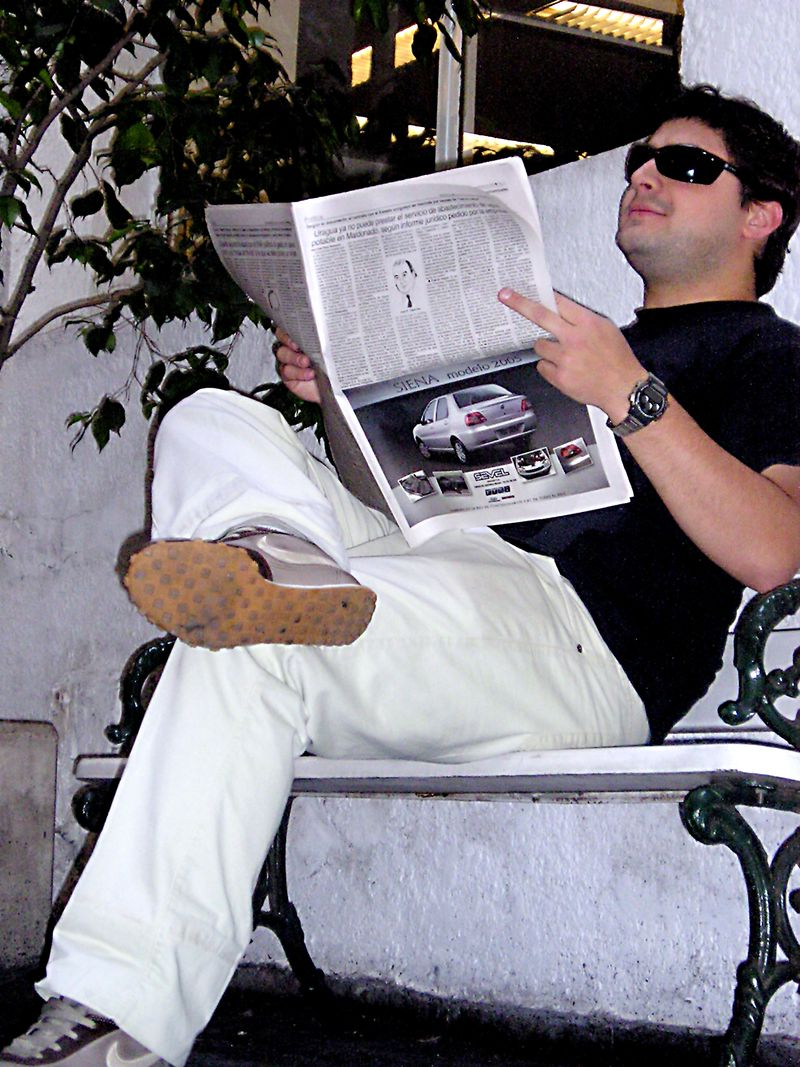 Sitting_and_Reading__2_