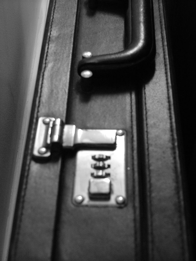 Objects_briefcase2